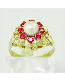 Gouden ring met Zoetwater Parel en Robijn